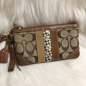 COACH HAMPTONS Khaki/Tan Signature Wristlet